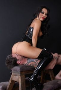 Mistress femdom facesitting on her slave